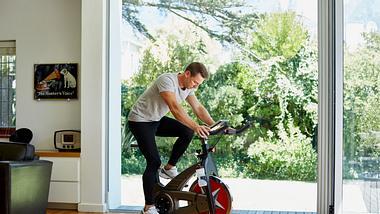 Kompaktes Heimtrainer-Fahrrad für zu Hause: Unsere liebsten klappbaren Hometrainer