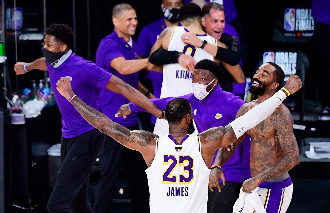 Feiernde Lakers-Spieler