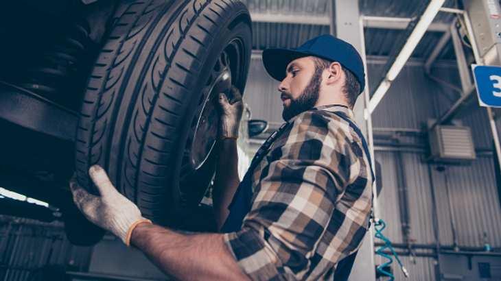 Felgenbaum: Platz sparen beim Reifenlagern   Männersache   Männersache