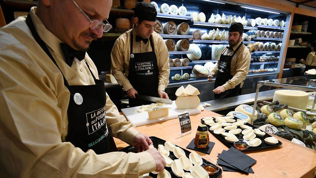 In der FICO Eataly World gibt es natürlich auch ganz viel Käse zum kosten
