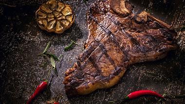 Fleisch online kaufen - Foto: iStock/GMVozd