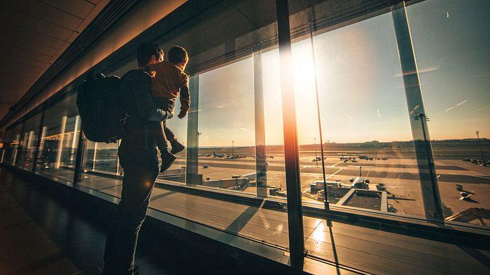Baby an Bord: Tipps für stressfreie Flugreisen mit Kind