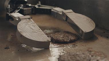Flippy – Dieser Roboter wendet Hamburger und röstet Brötchen - Foto: Screenshot
