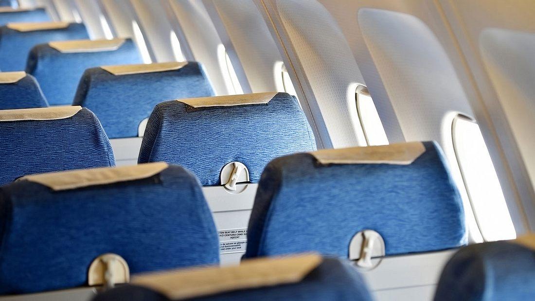 Blaue Flugzeugsitze