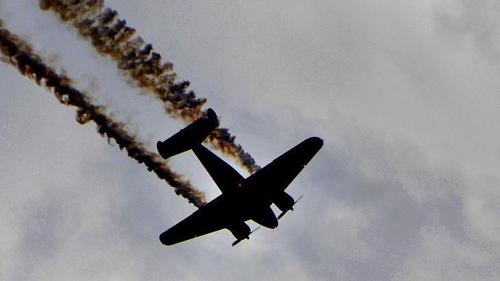 Übel: Flugzeug stürzt bei Flugschau vor Publikum ab