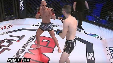 Flying Uwe gewinnt seinen ersten MMA-Kampf, dann tauchen 100 Polizisten auf