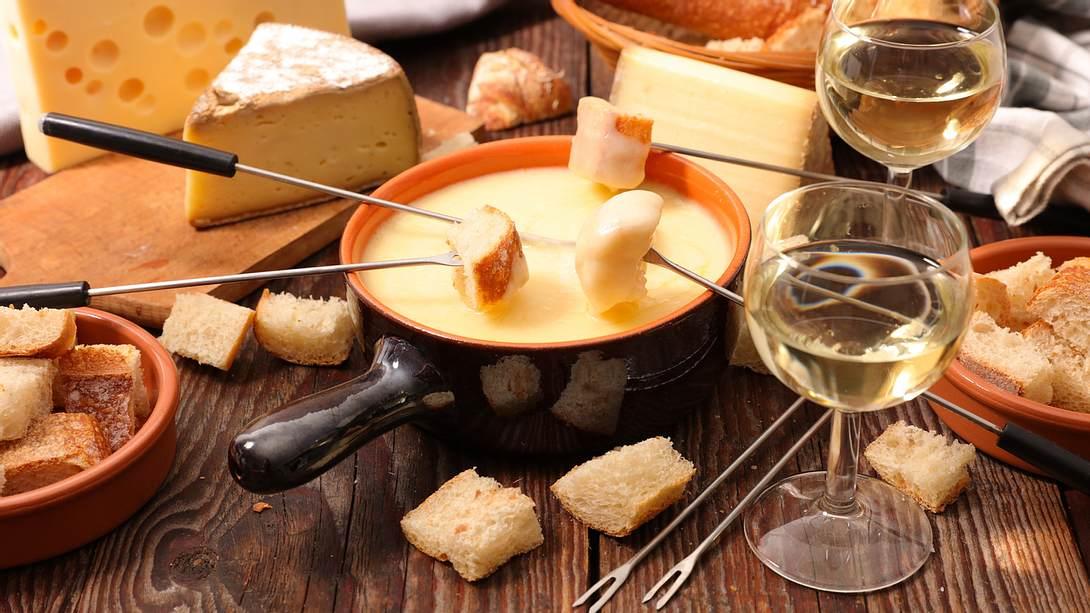 Fondue-Rezept: Die 5 besten Rezepte - Foto: iStock / margouillatphotos