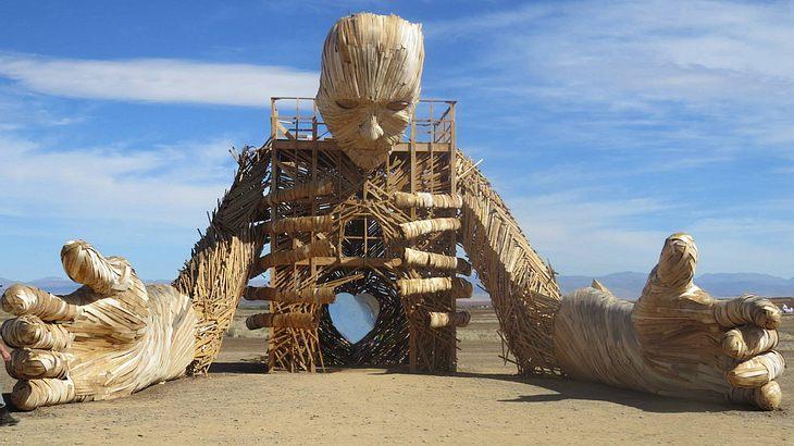 Große Skulpturen erheben sich in der Karoo-Wüste
