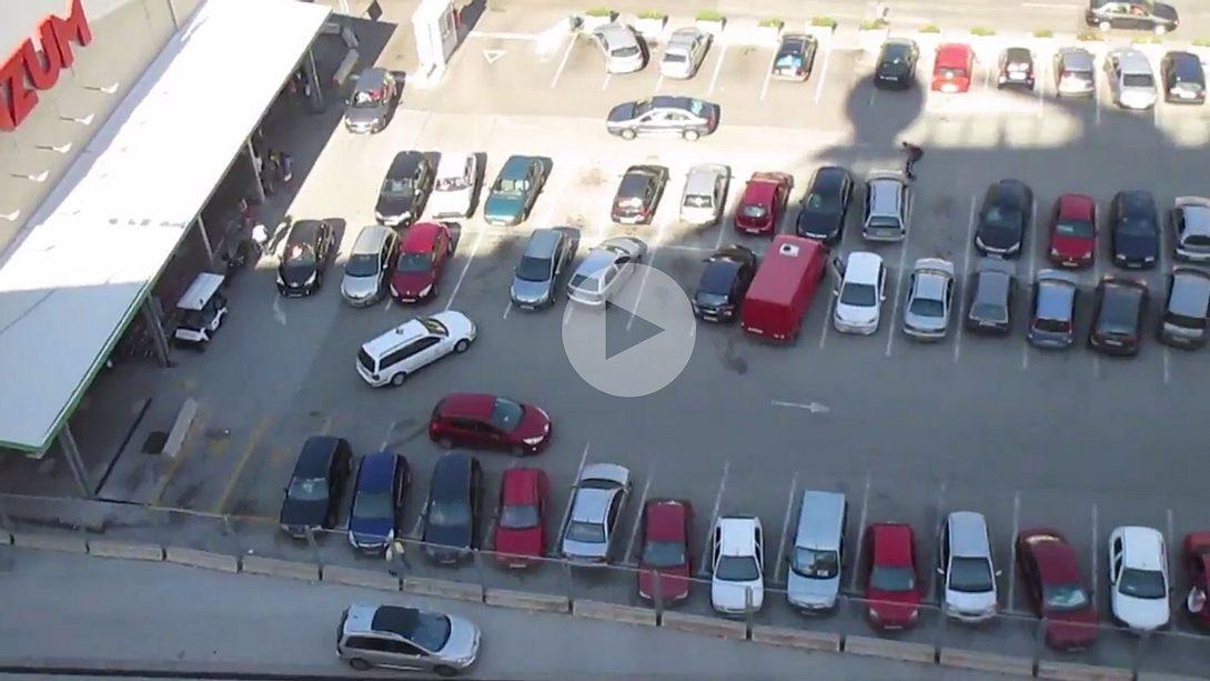 Massen-Einpark-Fail auf einem Parkplatz in Kroatien - Foto: YouTube