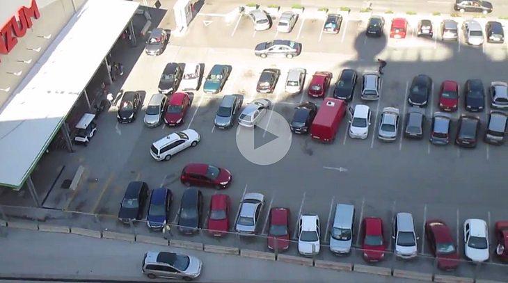 Massen-Einpark-Fail auf einem Parkplatz in Kroatien