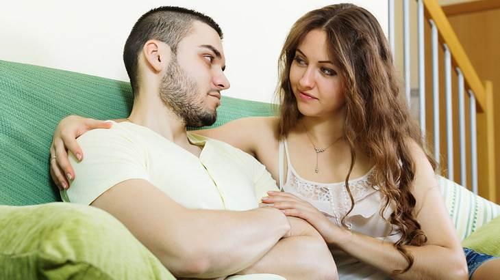 Eine Frau hat ihrem Mann in einem Streit Recht gegeben - und sich entschuldigt