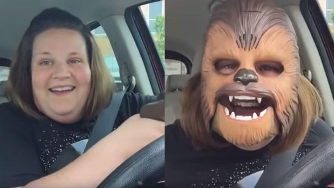 Frau mit Chewbacca-Maske