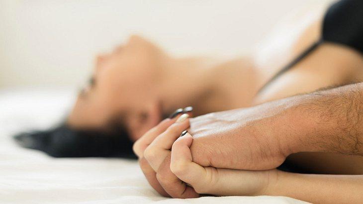 5 Dinge, die Frauen vor dem Sex nie tun sollten