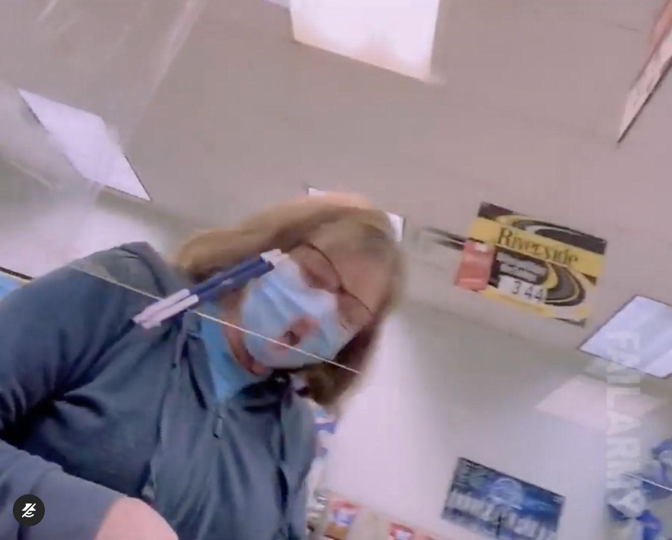 Frau mit Maske viral