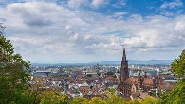 Freiburg – ein Highlight für City-Touristen - Foto: iStock / Simon Dux