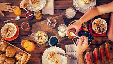 Reichhaltiges und leckeres Frühstück - Foto: iStock / kajakiki