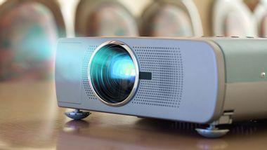 Full HD Beamer: Die besten hochauflösenden Projektoren