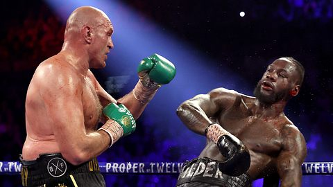 Fury treibt Wilder vor sich her - Foto: Getty Images/ Al Bello