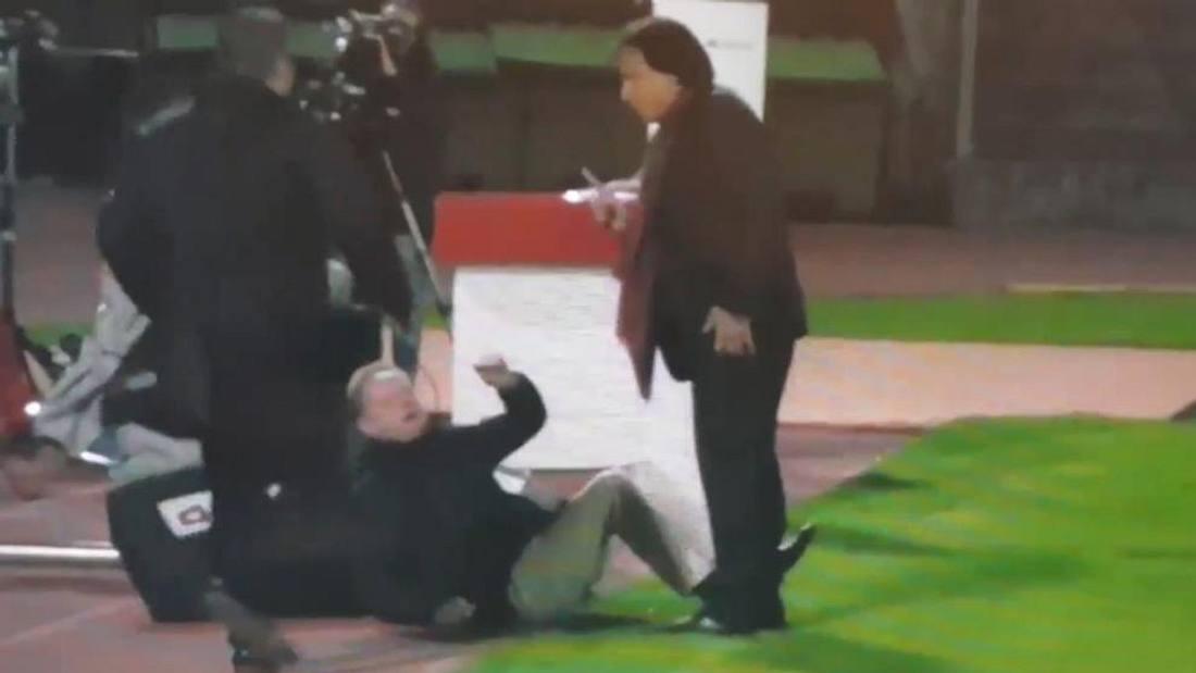 Fringer wird von Constantin attackiert