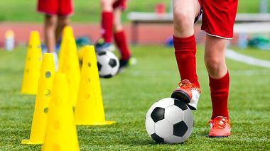 Fußballschuhe für Kinder: Die besten Modelle für die Halle und für draußen