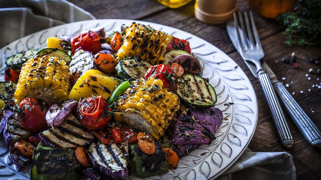 Salat mit gegrilltem Gemüse