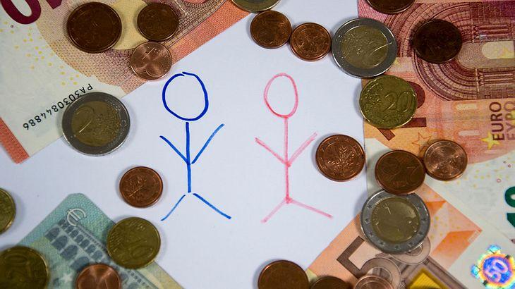 Ab 2018 dürfen Arbeitnehmer das Gehalt ihrer Kollegen erfahren
