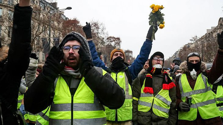 Gelbwesten protestieren in Paris.