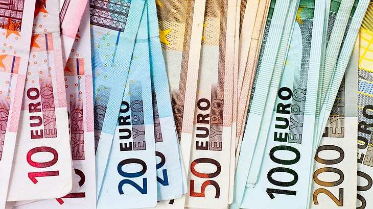 Ein 13.jähriger Junge verschenkt 4.500 Euro