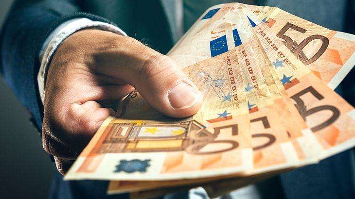 Diese 3 Tricks helfen, jeden Monat 200 Euro zu sparen