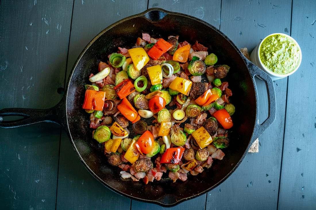 Bratpfanne voller Gemüsesorten