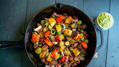 Bratpfanne voller Gemüsesorten - Foto: iStock / grandriver