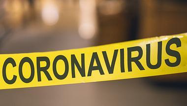 Coronavirus-Warnband - Foto: iStock/serts