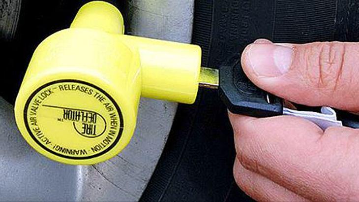 GEZ-Ventilwächter: Dieser gelbe Stöpsel macht Verweigerern des Rundfunkbeitrags das Leben schwer.