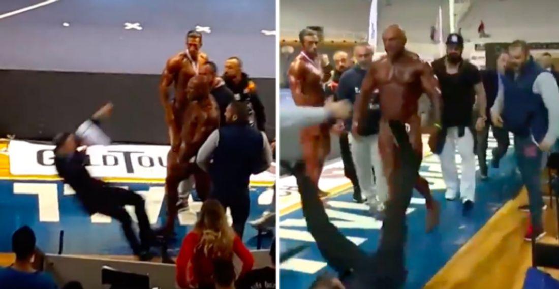 Giannis Magkos verpasst dem Bodybuilding-Juror Armando Marquez eine Ohrfeige