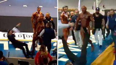 Giannis Magkos verpasst dem Bodybuilding-Juror Armando Marquez eine Ohrfeige - Foto: YouTube / Enjoyable Videos
