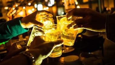 Die richtigen Gläser fürs Kultgetränk - Foto: iStock/jochoz