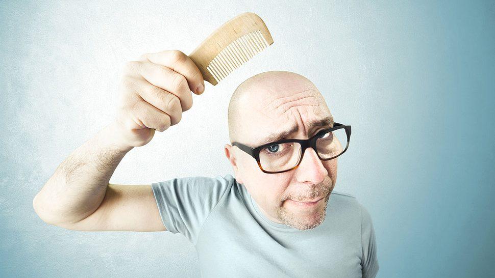 Männer und Haarausfall: Diese 7 Hausmittel beugen einer Glatze vor - Foto: iStock / fcscafeine