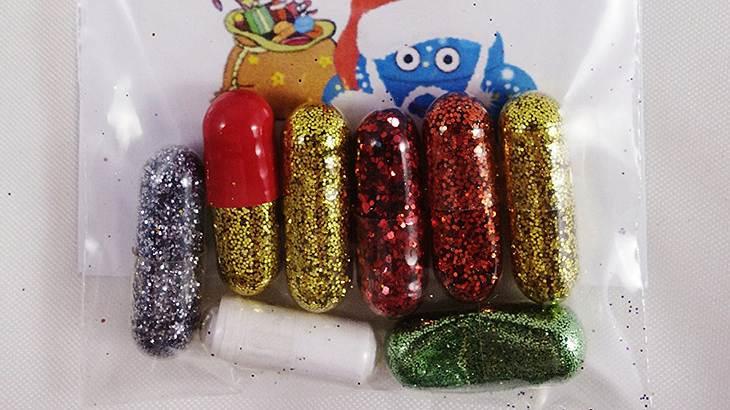 Shit the Glitter: Diese Pillen lassen dich Lametta kacken