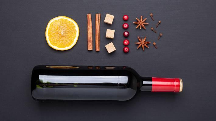 Glühwein-Rezept: Das muss Mann unbedingt beachten - Foto: iStock / Elizaveta Elesina