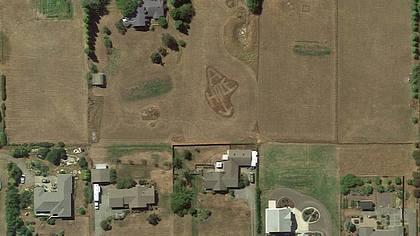 Arschloch auf Google Earth: Ein erboster Farmer beledigte seinen Nachbarn via Satellitenbild - Foto: Google Erath