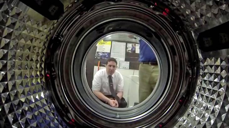 Dieser Mann platziert eine GoPro Hero 3 in einer Waschmaschine und drückt Start
