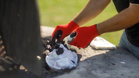 Grillhandschuhe - Grillen - Backofenhandschuhe - Foto: iStock/EXTREME-PHOTOGRAPHER