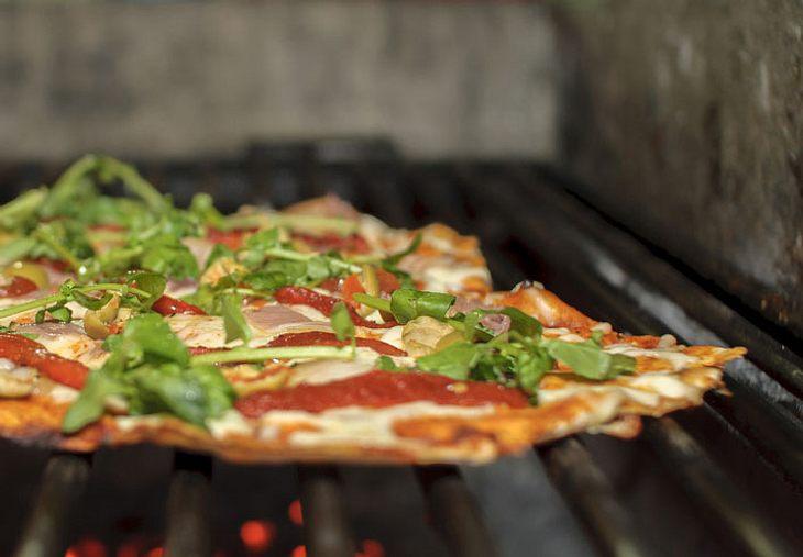 Grill-Pizza selber machen.