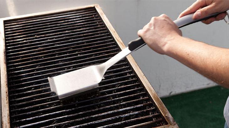 Grillrost reinigen - Grillrost - Grillen - Grillreiniger - Grillbürste