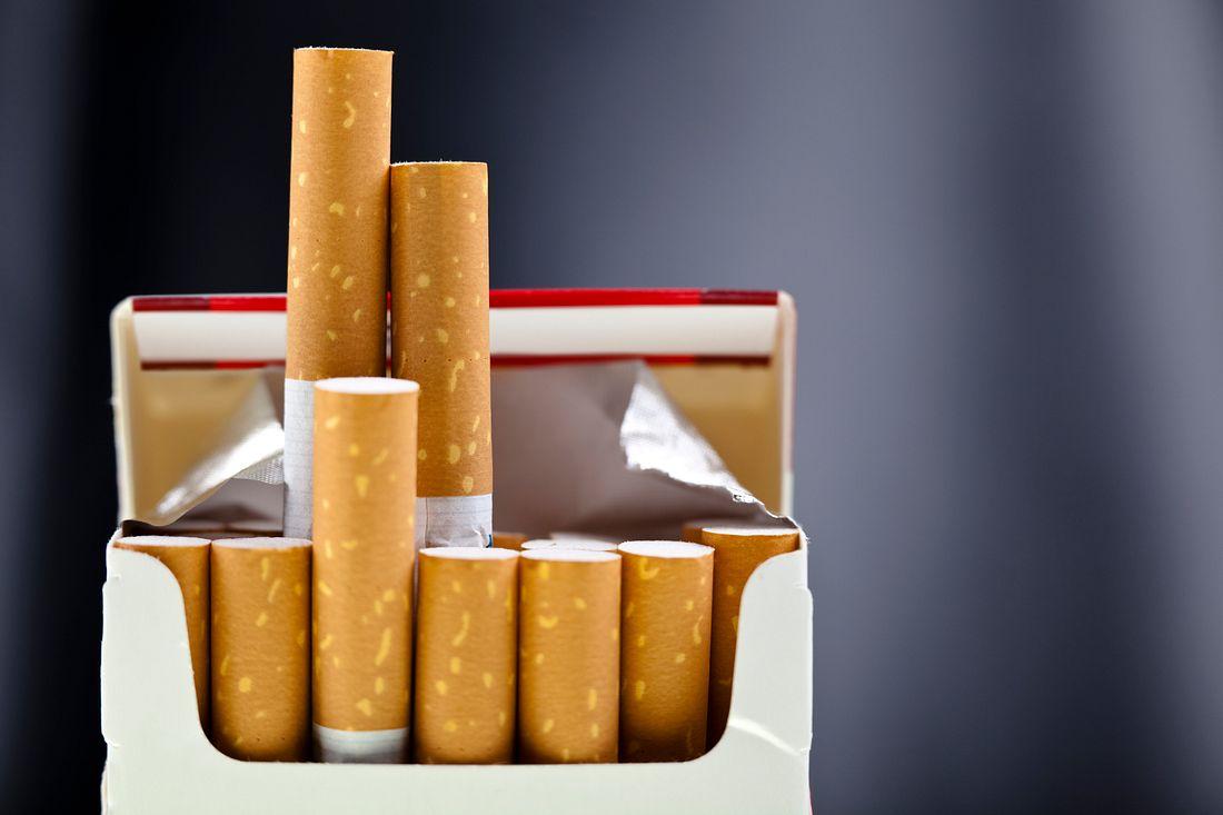 Zigaretten in einer Schachtel