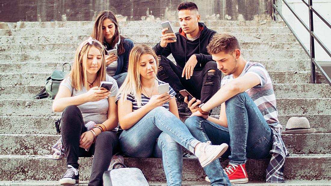 Gruppenbild mit Smartphones