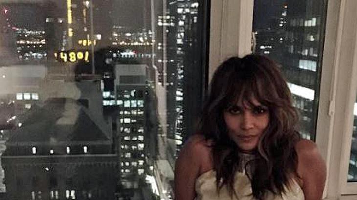 Oben ohne: Halle Berry posiert in einem durchsichtigen Top auf Instagram