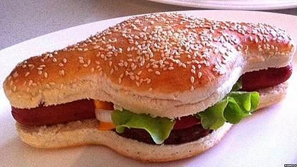 Der Hamdog: Halb Hamburger, Halb Hotdog - Foto: twitter/BBCnewsbeat
