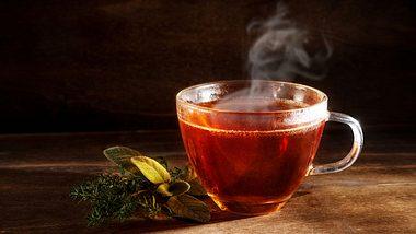 Warmes Wasser trinken ist gesund - Foto: iStock / fermate