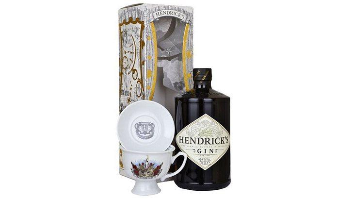 Hendrick's Gin mit Porzellantasse